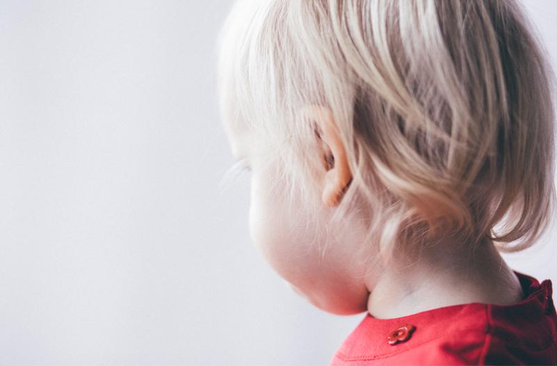 un enfant de la crèche écologique Montessori de Pantin