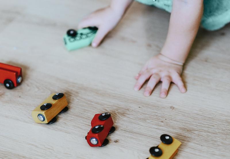 un train dans la crèche écologique Montessori de Pantin
